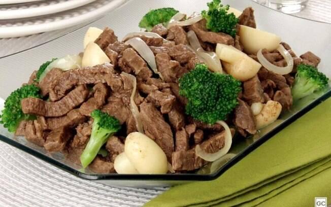 Receitas de bife e frango em tiras para refeições simples e saborosas