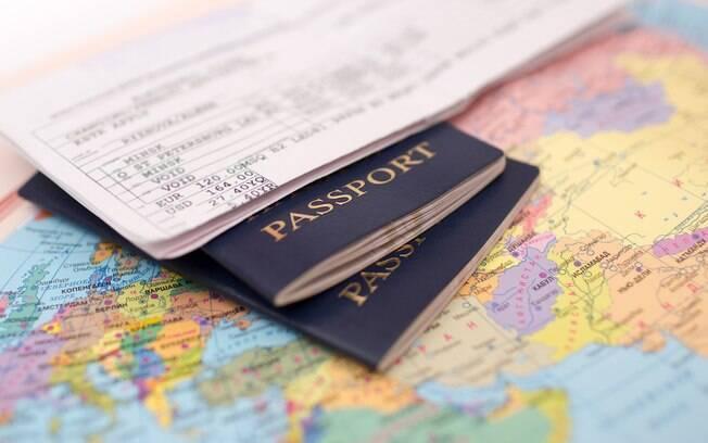 Manter os documentos em dia é um aspecto crucial para uma viagem de avião sem dor de cabeça nos aeroportos
