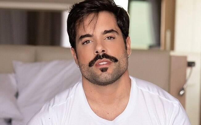 Pedro Carvalho namora um advogado de 35 anos