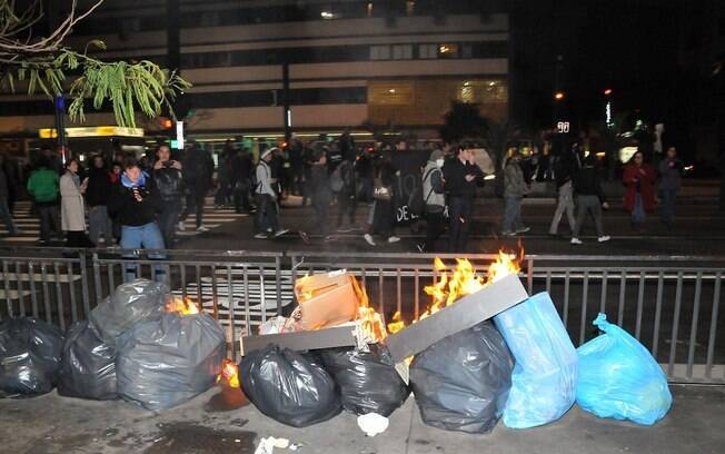 Protesto termina em destruição em São Paulo