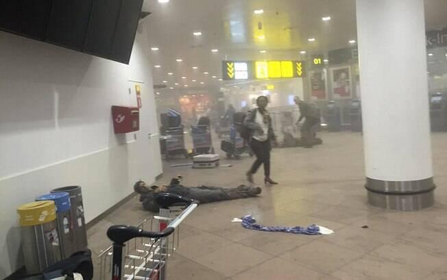 Homem ferido após explosões em aeroporto na Bélgica, local de um dos ataques terroristas