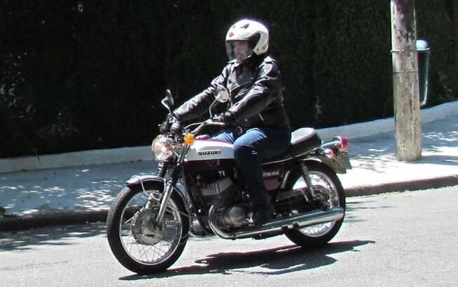 A Suzuki T500K do Pupo. Ele mesmo tirou essa fotografia