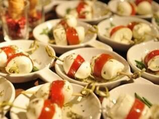 Ilhas gastronômicas com finger foods: interação entre os convidados