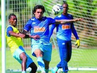 Cautela. Para o artilheiro Ricardo Goulart (centro), a situação difícil do Botafogo não significa que o Cruzeiro terá facilidade hoje