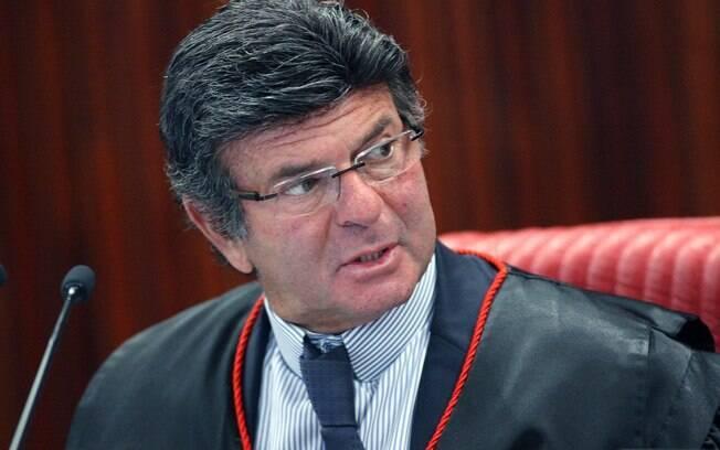 """Para o ministro Luiz Fux, quem estiver inelegível pela Lei da Ficha Limpa """"está fora do jogo democrático"""""""