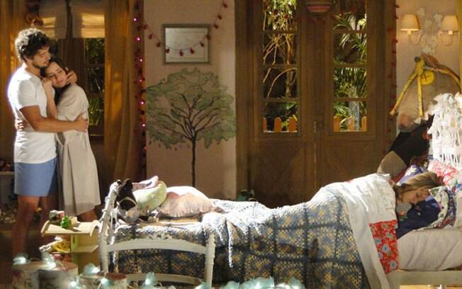 Ana sonha que está vivendo a vida de Manu, casada com Rodrigo e ao lado de Júlia