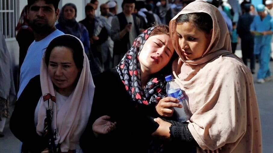 'Eles vão banir toda a arte', alerta cineasta afegã Sahraa Karimi sobre o Talibã