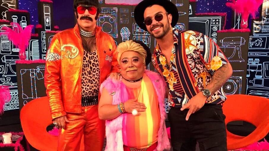 Tom Cavalcante (Pitbicha), Heitor Martins (Pitbitoca) e o cantor Tiago Abrava
