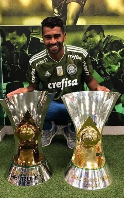 Thiago Santos se despede do Palmeiras