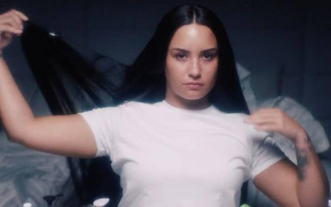 A cantora Demi Lovato é uma das famosas adeptas das extensões e usa apliques 'tic tac' para deixar os fios mais longos