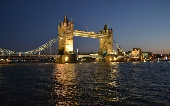 Da estação Tower Hill você chega à Tower Bridge, a ponte mais charmosa de Londres