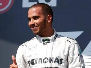 Hamilton venceu o GP da Hungria, última prova realizada da Fórmula 1, há quase um mês