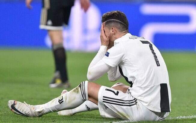 Cristiano Ronaldo lamenta eliminação da Juventus