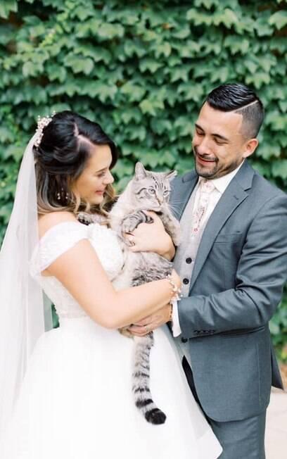 Gato especial com Karli e seu noivo
