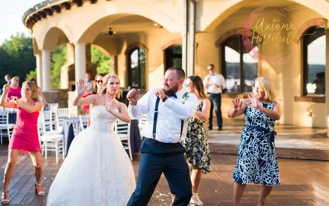 O casal conseguiu fazer tudo em 48 horas, Nicole encontrou até o vestido de noiva dos seus sonhos nesse período