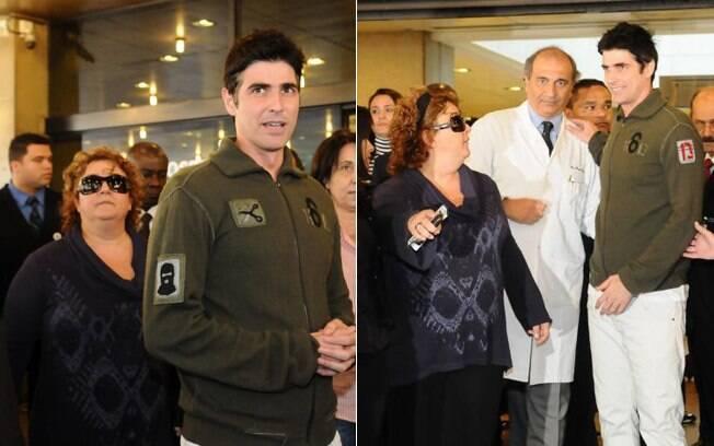 Célia Forte e Reynaldo Ganecchini na saída do hospital Sírio Libanês