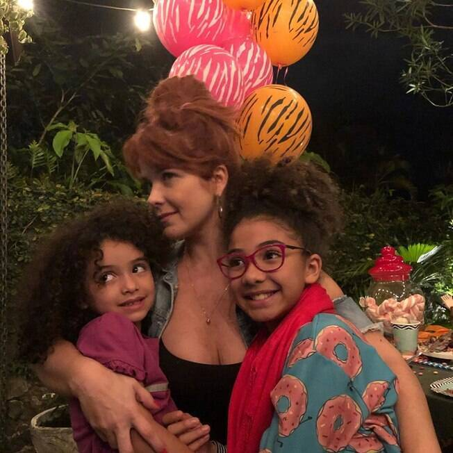 Samara Felippo e filhas