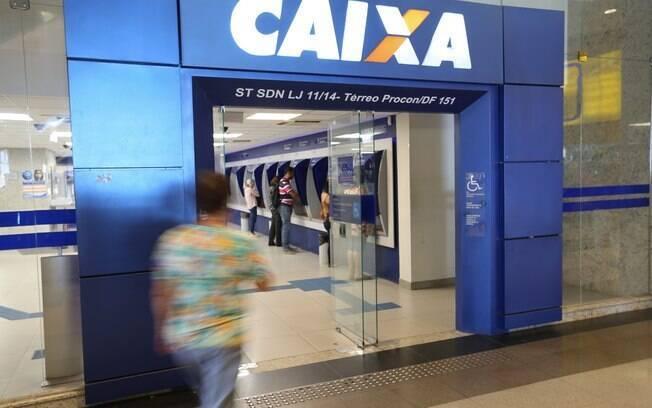 Após Banco Central apontar que Temer poderia ser implicado em investigações se insistisse em manter executivos, presidente afastou 4 vice-presidentes da Caixa