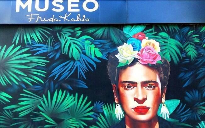 Frida Kahlo é uma artista bem reconhecida atualmente e tem sua imagem icônica estampada em camisetas e bolsas, marcando também pessoas interessadas em uma viagem de turismo no México, onde está um museu dedicado a ela