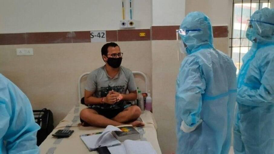 Paciente estuda durante internação por Covid-19
