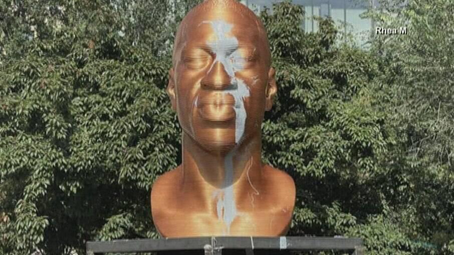 Estátua foi vandalizada em Nova Iorque