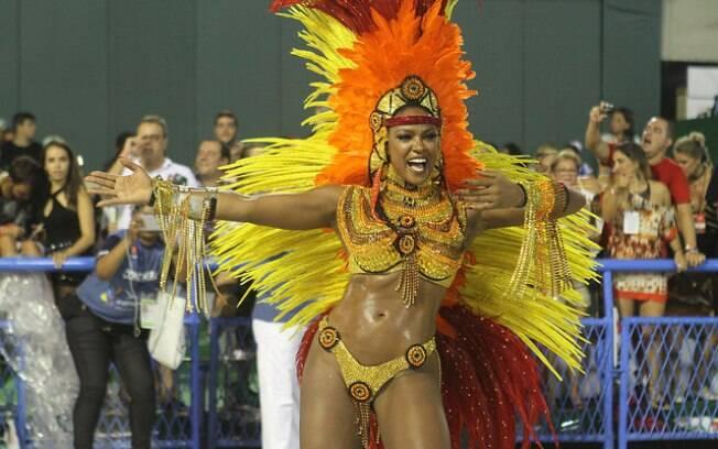 Cris Vianna se despediu do carnaval da escola neste ano, fazendo seu último desfile como rainha da bateria
