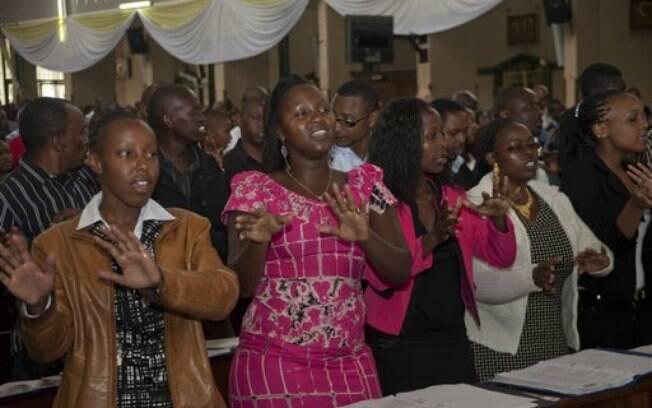 Cristãos rezam no domingo de Páscoa na Quênia, após ataque que matou 148 pessoas