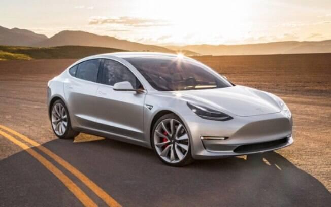 Apresentado como protótipo no ano passado, o Tesla Model 3 é um automóvel sedã de linhas elegantes da marca que revolucionou o setor automotivo
