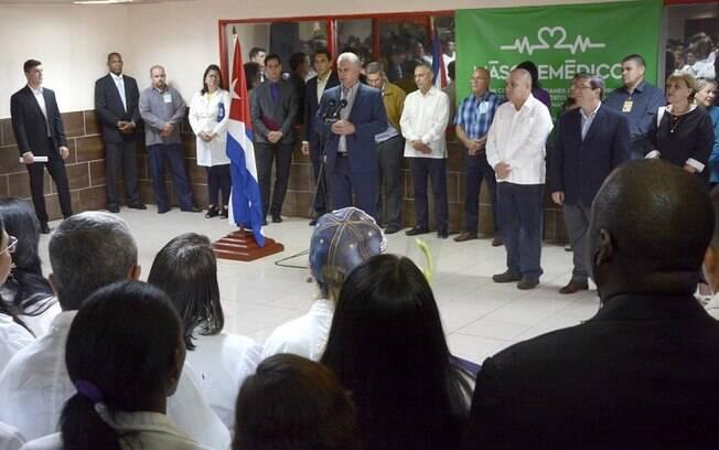 Díaz-Canel recebe cubanos do Mais Médicos