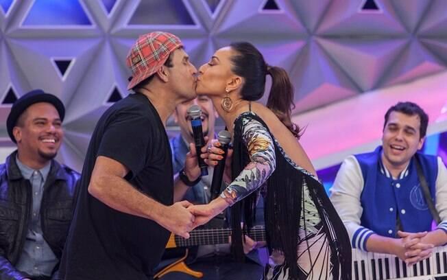 Sabrina recebe Sergio Mallandro