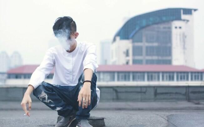 Ato de fumar está associado a pelo menos 17 tipos de cânceres, mas especialistas ainda não entendem o porquê