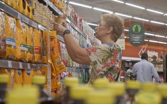 Em fevereiro, o custo da cesta em São Paulo comprometeu 54,77% do salário mínimo líquido