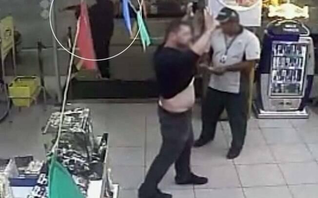cenas do assalto ao posto de gasolina