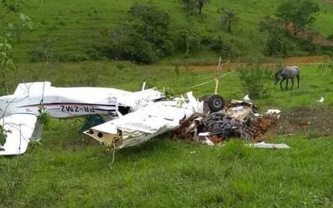Cinco passageiros que estavam na aeronave morreram na queda de avião em cidade do interior de Minas Gerais