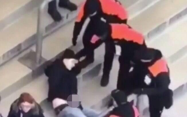 Torcedor do Hertha Berlim foi expulso do estádio do Schalke após se masturbar