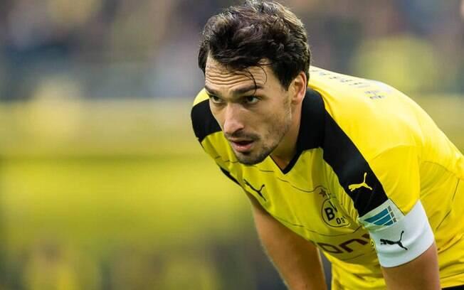 O Borussia Dortmund anuncia o retorno do zagueiro Mats Hummels.