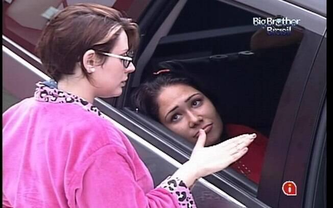 Mayara conforta Jakeline, que reclama de fome e sono