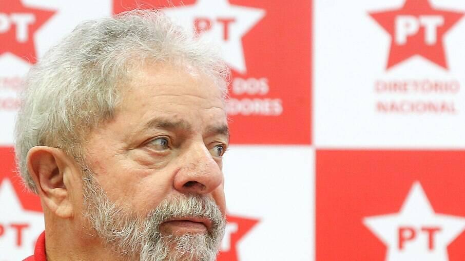Lula afirma estar em busca de um vice que