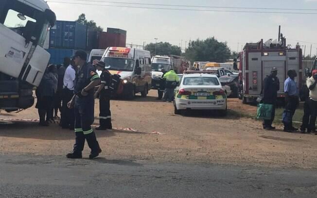 Autoridades atendem chamada de emergência após grave acidente na África do Sul nesta terça-feira (9)