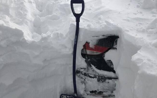 Debaixo de tanta neve havia realmente um carro