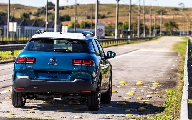 Citroën C4 Cactus poderá ser oferecido com pintura de dois tons. SUV passa por testes depois de ser fabricado