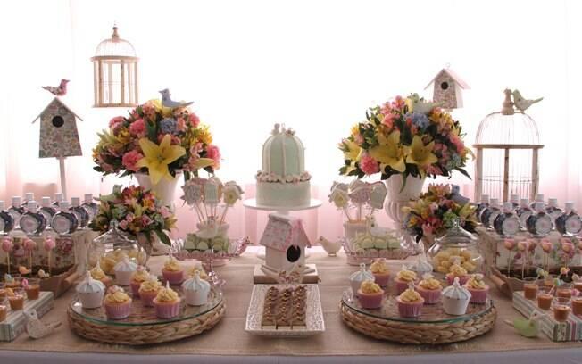 mesa infantil jardim:Está sem ideias para decorar a mesa da festa do seu filho? Inspire