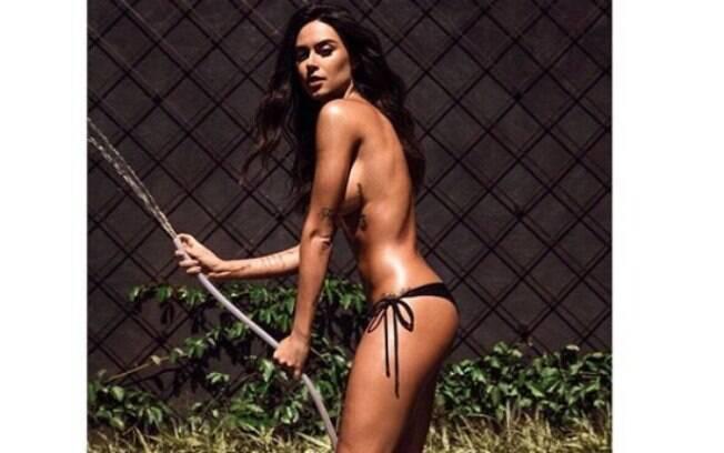 Atriz e modelo Thaila Ayala sensualiza com clique ousado e arranca elogios de seus seguidores do Instagram