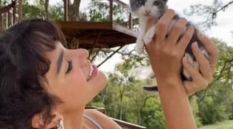 Marquezine apresenta gatinha adotada com Enzo Celulari