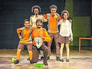 """Montagem. Em """"O Gol Não Valeu!"""", elenco apresenta a história de Riva, um garoto que torce para um time que está sempre na lanterna"""