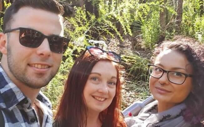 Simon, Jodie (centro) e Natasha (à dir.) formam um trisal há seis meses e afirmam que querem 'um futuro feliz' juntos