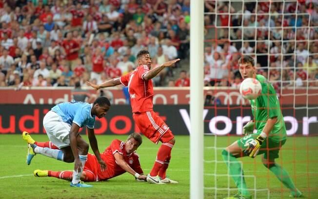 Mandzukic fez o gol da virada do Bayern sobre  o Manchester City: 2 a 1