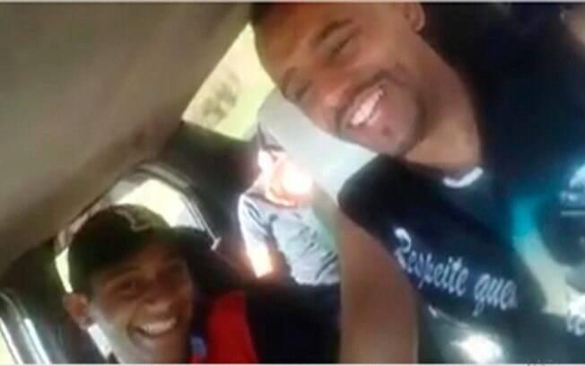 Familiares e amigos afirmam que os três homens que estavam no carro sempre trabalhavam juntos como ambulantes