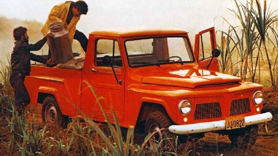 A F-75 foi produzida sobre a estrutura de sua irmã, a Rural, através da Willys Overland do Brasil no ano de 1961