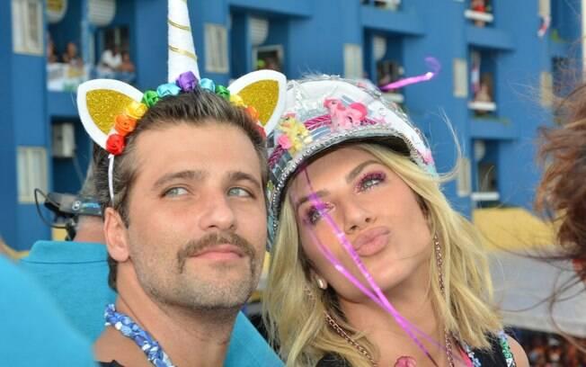 Bruno Cagliasso e Giovanna Ewbank curtem o carnaval pernambucano